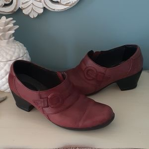 Clarks oxblood leather booties ☂️
